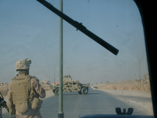 iraqi-army-hummv-in-convoy-paused-at-road-junction