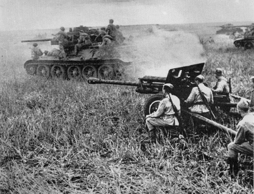Kursk_T34_and_Fieldgun-px800