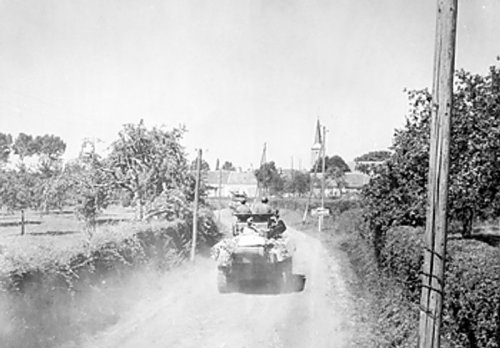 American_armoured_forces_race_through_Ballon