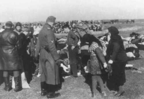 einsatzgruppen troops with jews