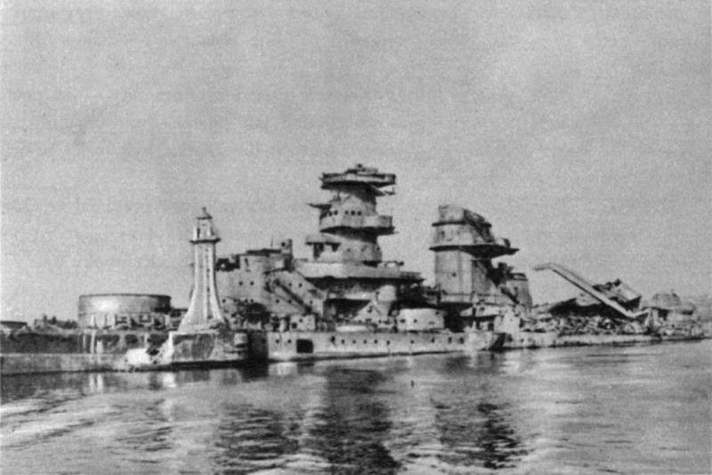 Gneisenau hundido la bocana del puerto de Gotenhafen (Gdynia)