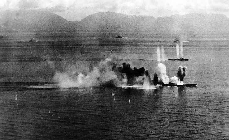 IJN Musashi Wreck Photos http://padresteve.com/2011/10/25/the-battle-of-leyte-gulf-sinking-the-musashi/