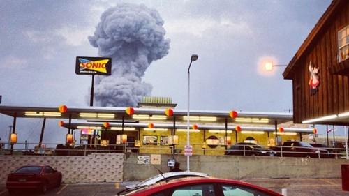 ap_texas_explosion1_waco_wy_130418_wg