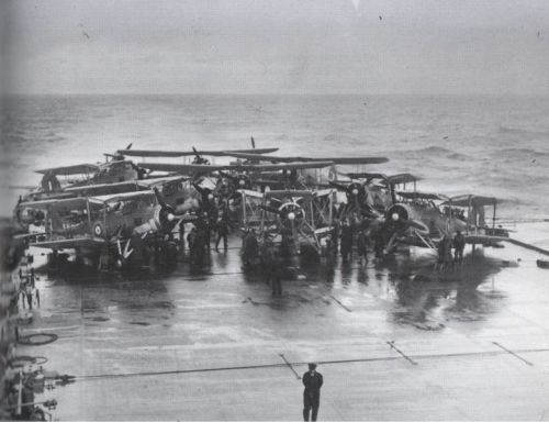 780px-Swordfish_on_HMS_Victorious_before_strike_on_Bismarck