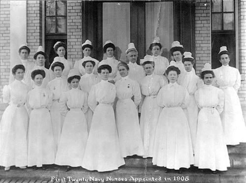 Navy_nurse_corps_1908