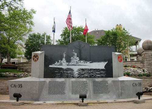 800px-USS_Indianapolis_(CA-25)_Memorial