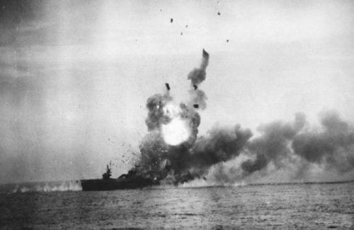 800px-St._Lo_First_Kamikaze_attack_sl1a