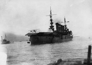 USS_Pennsylvania_-_First_airplane_landing