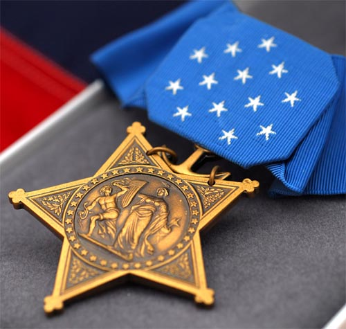 2008-04-medal-of-honor-presented-to-navy-seal-monsoor1