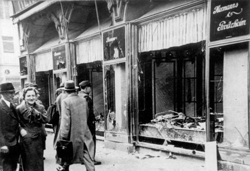 Bundesarchiv_Bild_146-1970-083-42,_Magdeburg,_zerstörtes_jüdisches_Geschäft-2