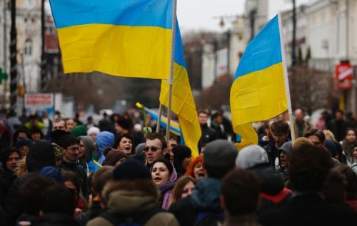 2014-03-08T151114Z_01_TPE13_RTRIDSP_3_UKRAINE-CRISIS-CONVOY-08-03-2014-17-03-33-245