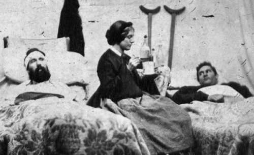 Nurse-Anne-Bell-cares-for-wounded-soldiers-600x366