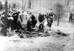 Piaśnica_digging_of_the_graves