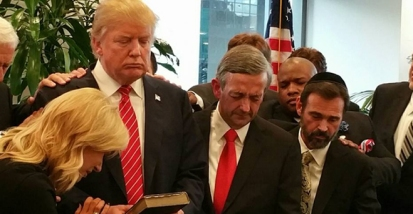 donald-trump-prays-with-religious-leaders
