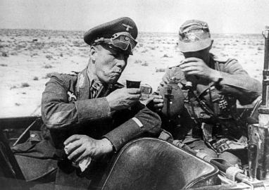 rommel-with-soldier
