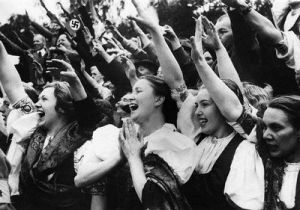 women-cheering-hitler