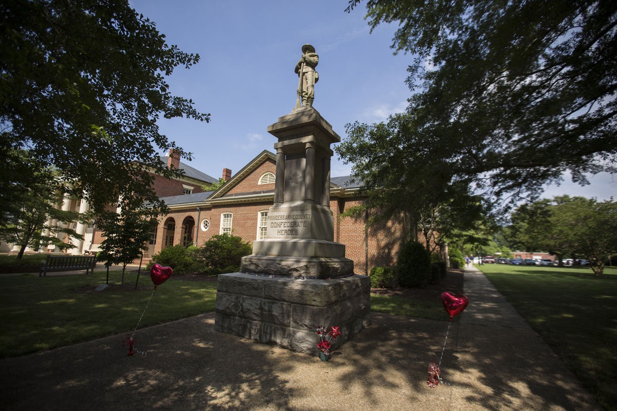 Confederate Monument In Virginia Beach Courthouse